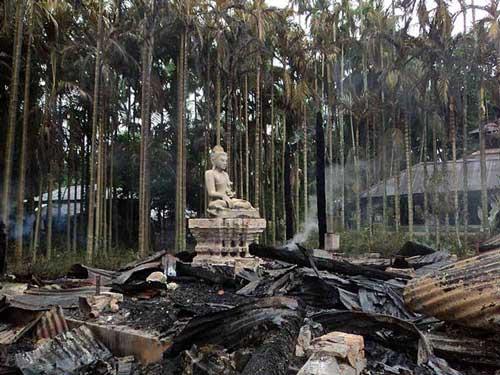 Einer der zerstörten Buddhistischen Tempel in Bangladesh